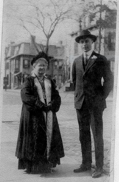 anna-riker-crump-and-son-sam-about-1917